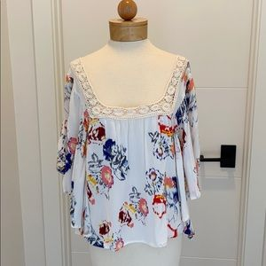 Love stitch Boho Floral shirt size small